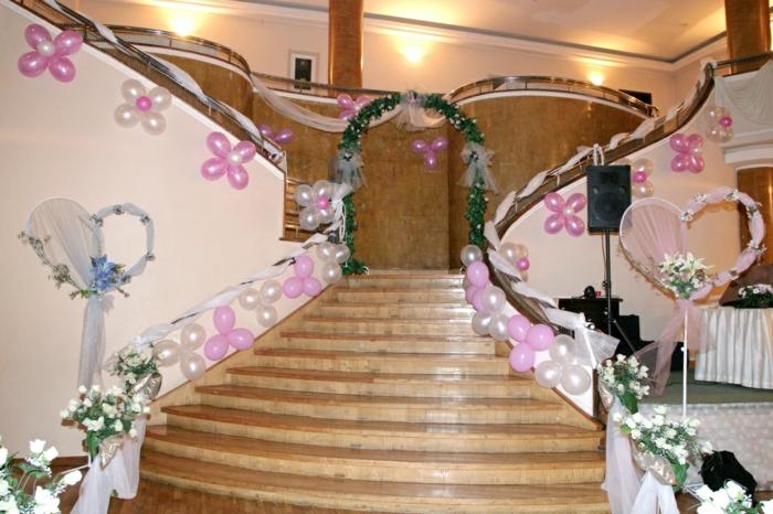 arche construite au bout d'un escalier