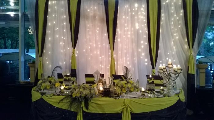 salle de fête décorée en vert et noir