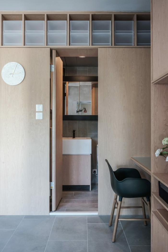 studio avec une salle de bain cachée