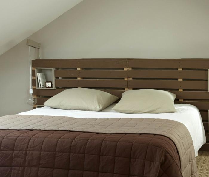 tête de lit en palette peinte à faire soi-même