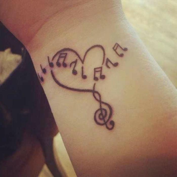 tatouage coeur et notes musicales