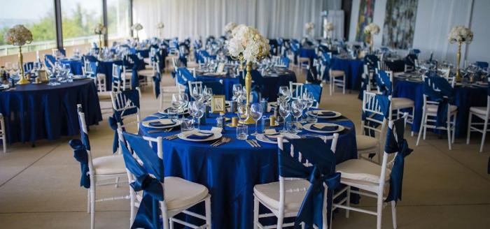 salle de fête décorée en bleu foncé