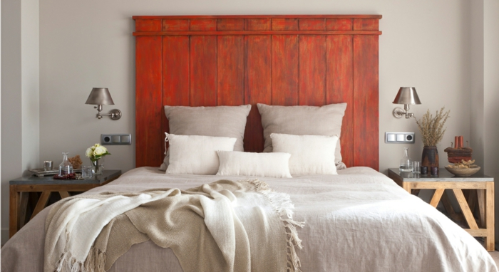 tête de lit en palette à faire soi-même peinte en rouge