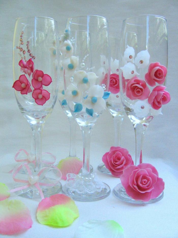 verres de mariage avec des fleurs en 3D