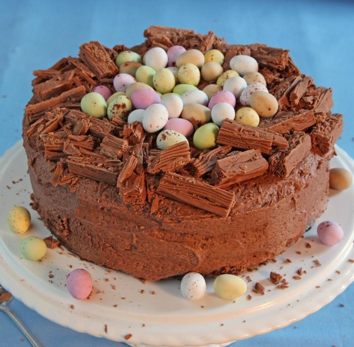 tarte au chocolat avec de petits oeufs de pâques