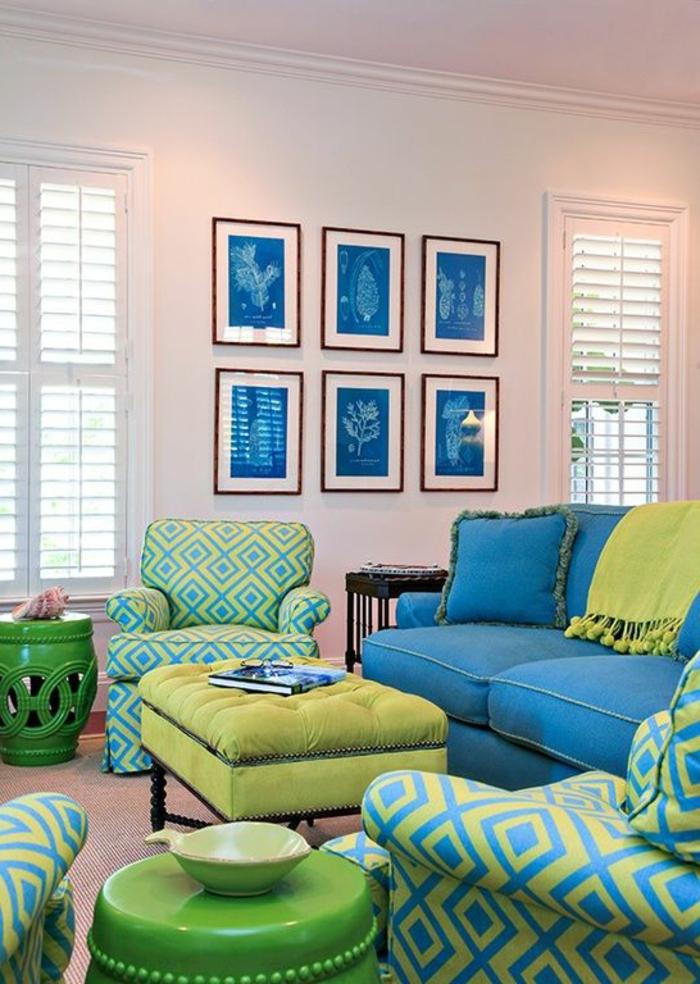 une chambre en couleurs analogues bleu jaune et vert