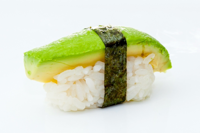 on utilise l'avocat dans la préparation de sushi