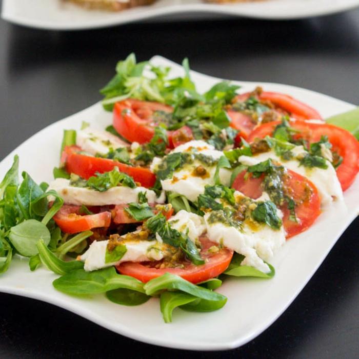 Salade caprese basilic et pesto