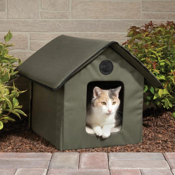 les maisonnettes pour chat peuvent être fabriquées par exemple de tissu