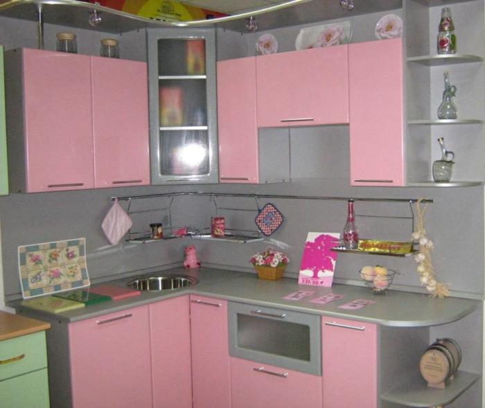 cuisine attractive en gris et rose