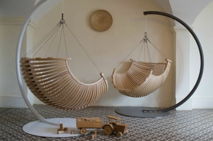 fauteuil suspendu en bois