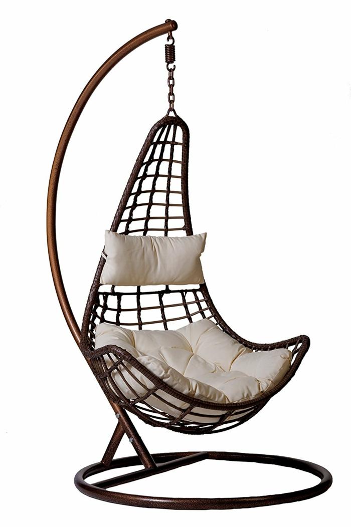 fauteuil suspendu en polyrotin avec un coussin blanc