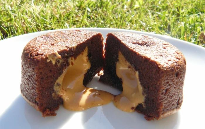 fondant au chocolat avec du beurre et du caramel
