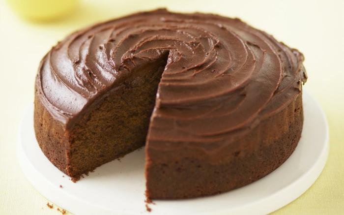 gâteau avec une couverture de chocolat pour les pâques