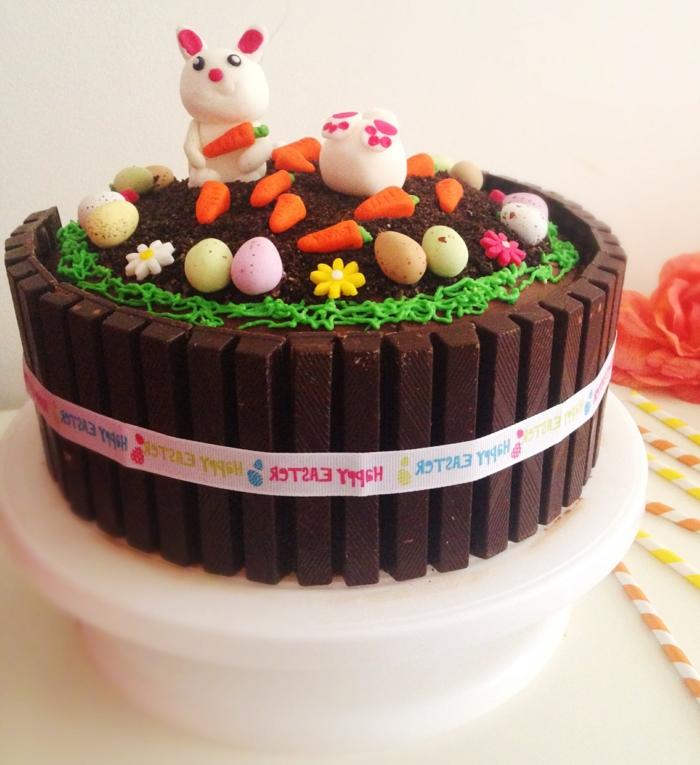tarte décorée de petites figures de pâques