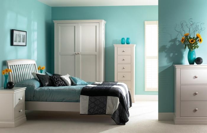 chambre avec un accent en turquoise