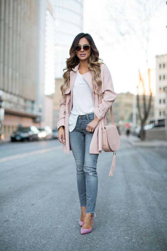 jeans et trench rose
