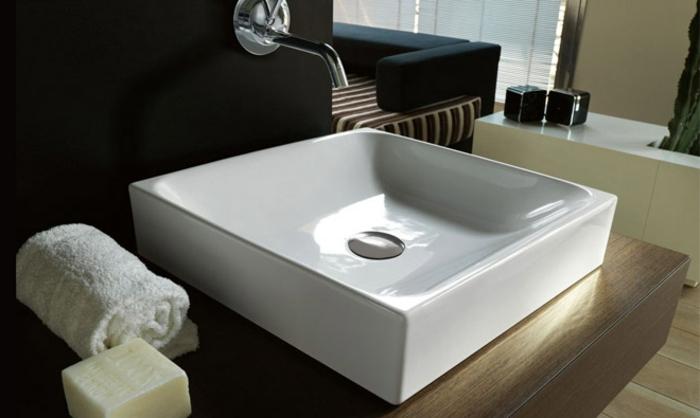 le lavabo vasque à poser est de plus en plus en forme rectangulaire