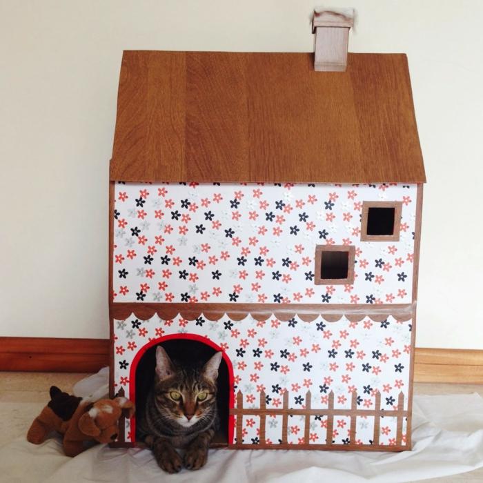 maisonnette pour chat à deux étages