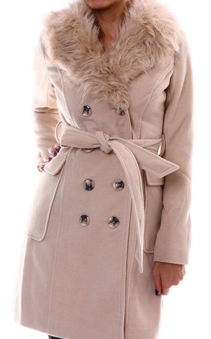 manteau avec une colle de faux cuir