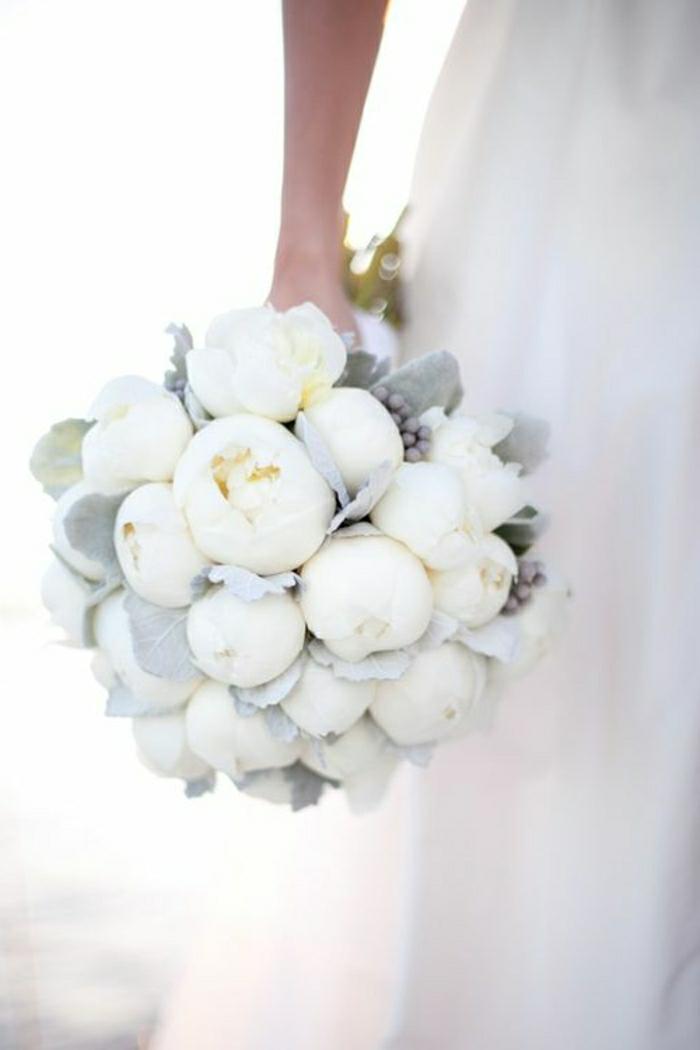 composition florale mariage-bouquet de pivoines blanches