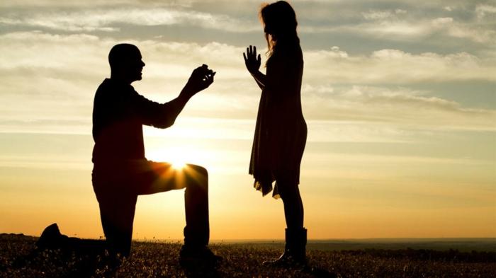 le bon moment pour une proposition - au déclin du soleil