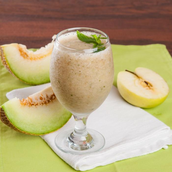 Smoothie de melon, menthe et pomme