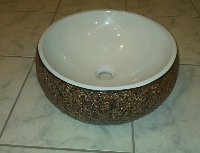 vasque avec une couverture de minéraux