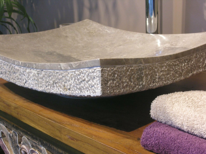 vasque originale en pierre pour la salle de bain