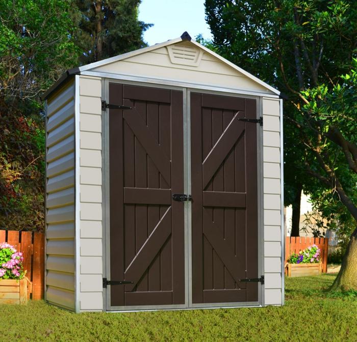 par exemple c'est un abri de jardin en résine blanche avec une porte marron