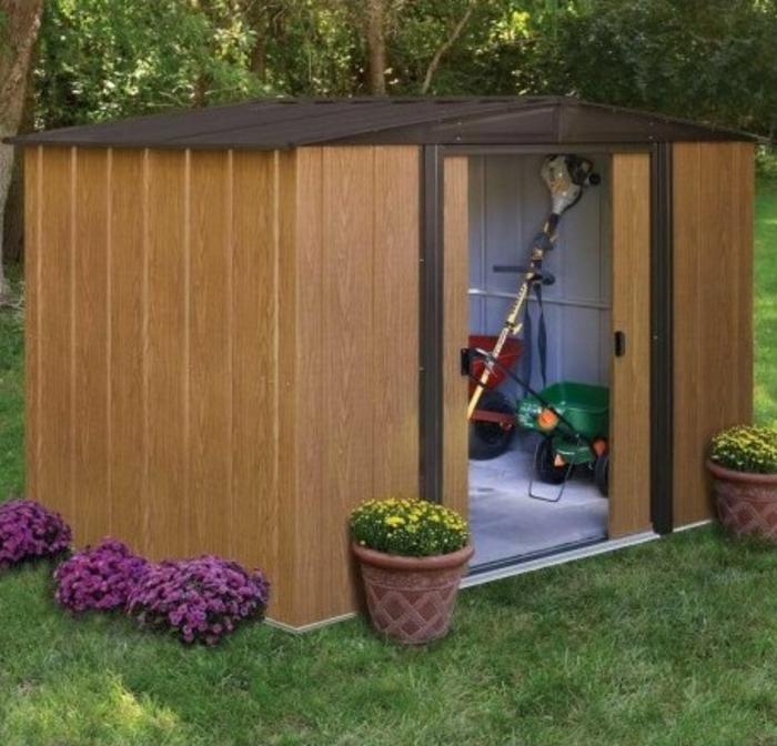 par exemple c'est un abri de jardin en métal imitation bois