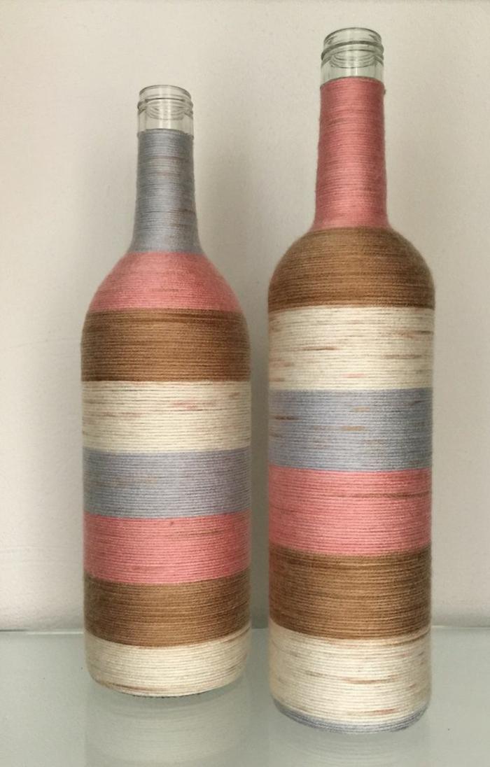 Bouteilles recouvertes de corde beaucoup de couleurs