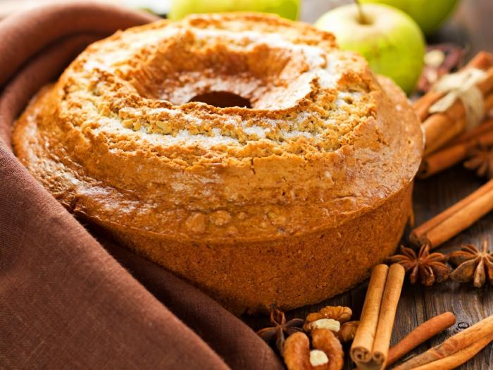 gâteau au yaourt, cannella et pommes