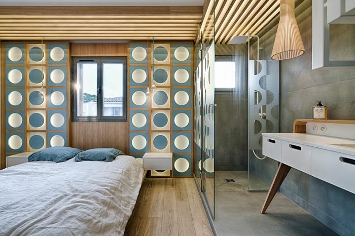 par exemple c'est une chambre avec salle de bains en bleu