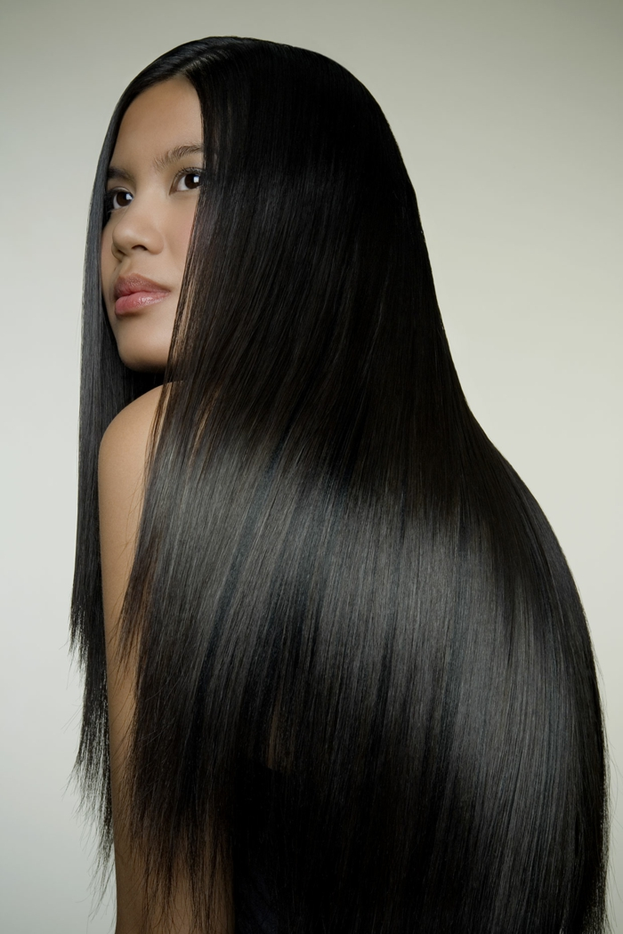 cheveux brillants noir shampoing naturel