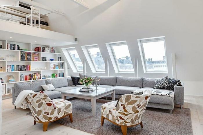 intérieur scandinave en blanc avec des fauteuils rétro