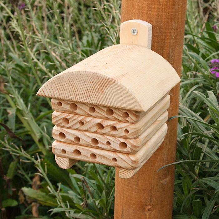 par exemple c'est une mini maison pour insectes
