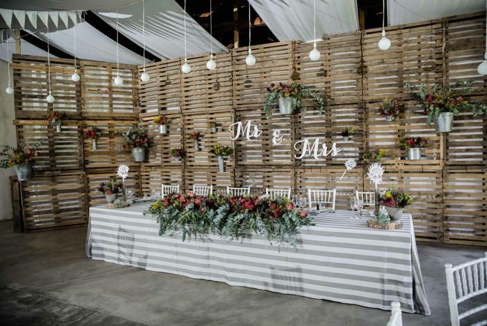 par exemple c'est un mur végétal en palette déco mariage