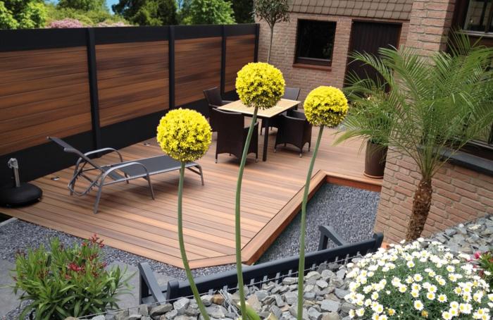 par exemple c'est une palissade en bois massif dans une cour arrière