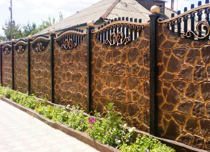 par exemple c'est une palissade mixte imitation pierres et métal