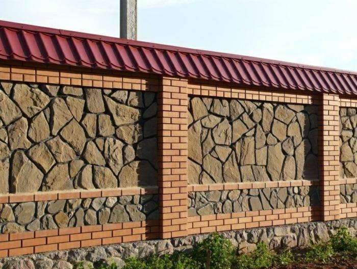 palissade en pierres et briques