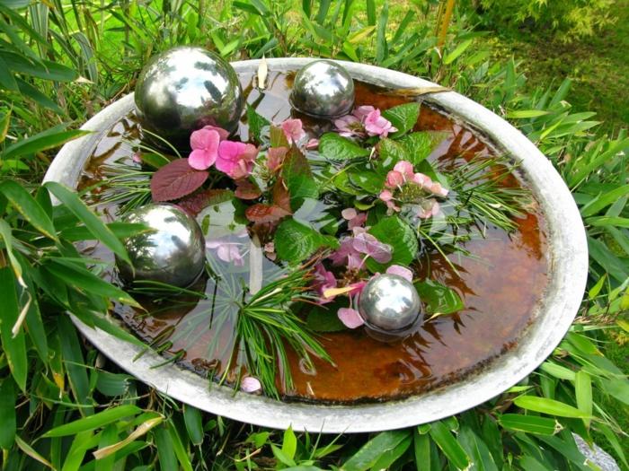 un petit bassin dans un jardin feng shui