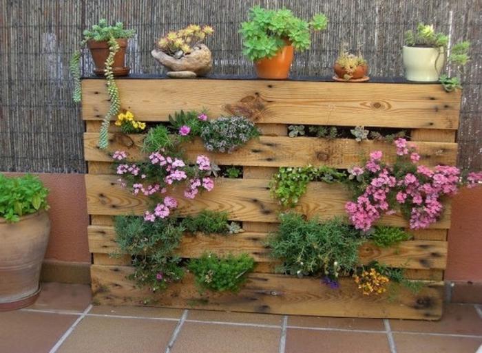 petit jardin vertical en palettes de bois