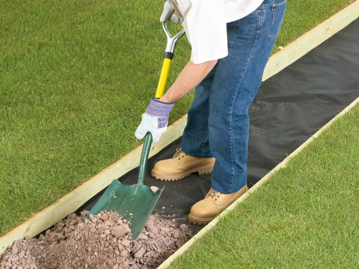par exemple on peut poser du tout-venant pour stabiliser les dalles
