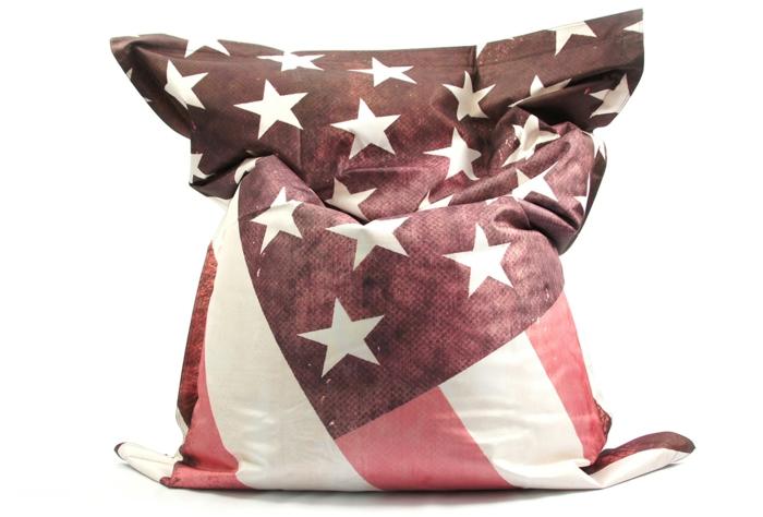par exemple c'est un pouf géant dessin drapeau americain
