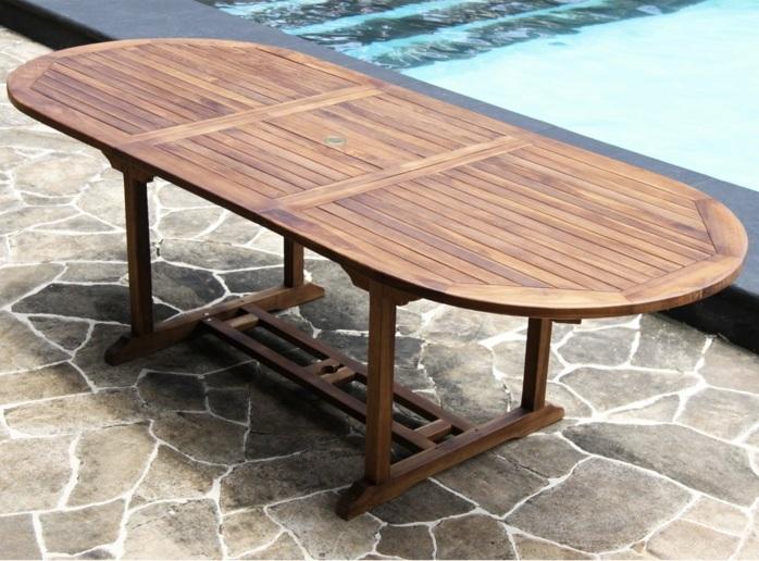 par exemple une table de jardin ovale en teck