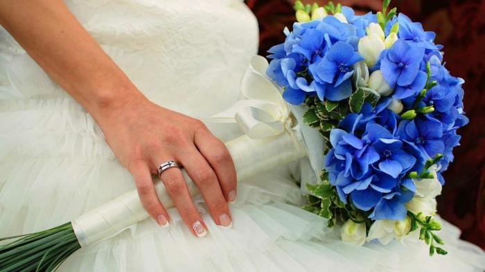 Bouquets pour un mariage en bleu