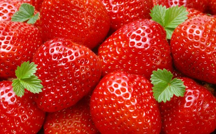 les fraises fraîches sont très souvent utilisées dans les recettes de desserts