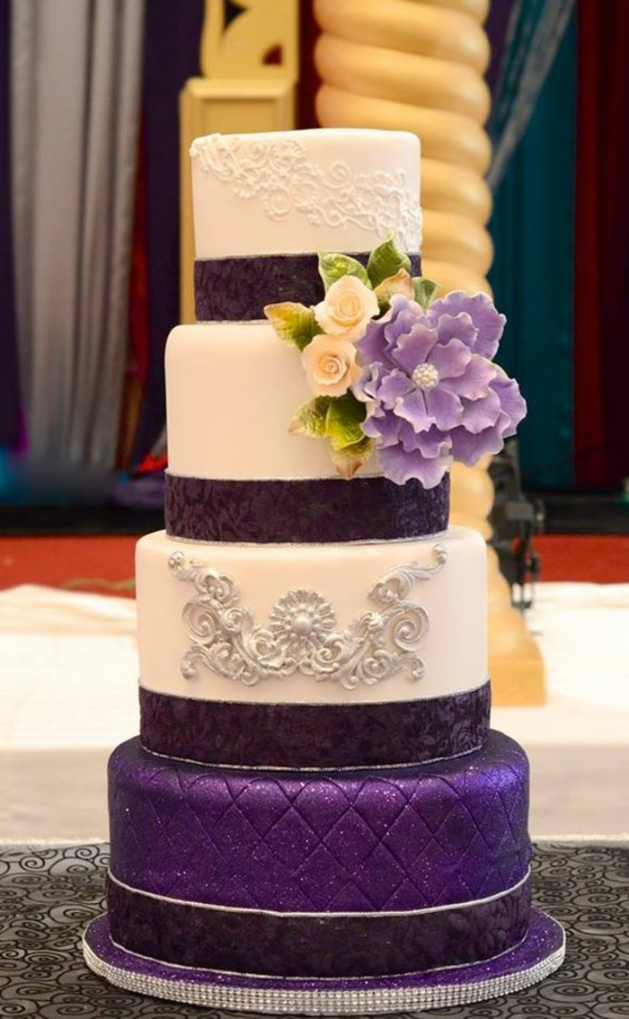 par exemple c'est un gâteau de mariage en couleurs différentes