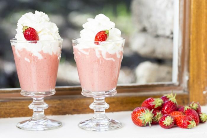 le milk shake aux fraises est parfois enrichi de crème chantilly